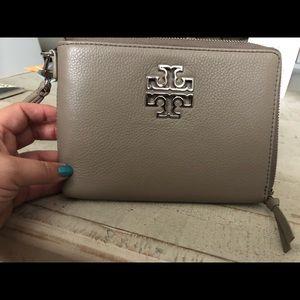 Britten large zip pouch